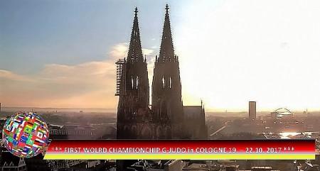 Kölner Dom mit WM Logo  (2)